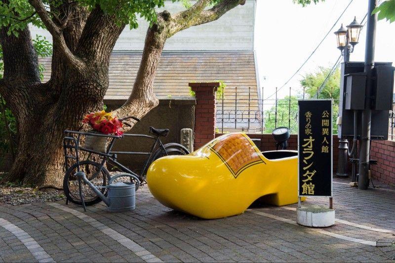 神戸・香りの家オランダ館、木ぐつのオブジェ