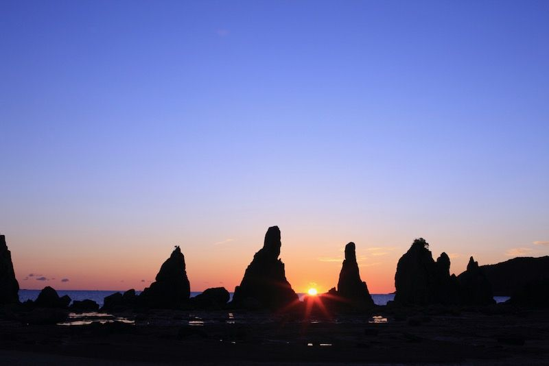 和歌山串本町の橋杭岩