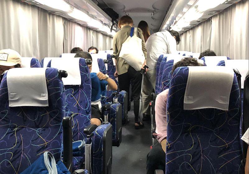 夜行バスでの快適な過ごし方【4列シート編】夜行バス車内