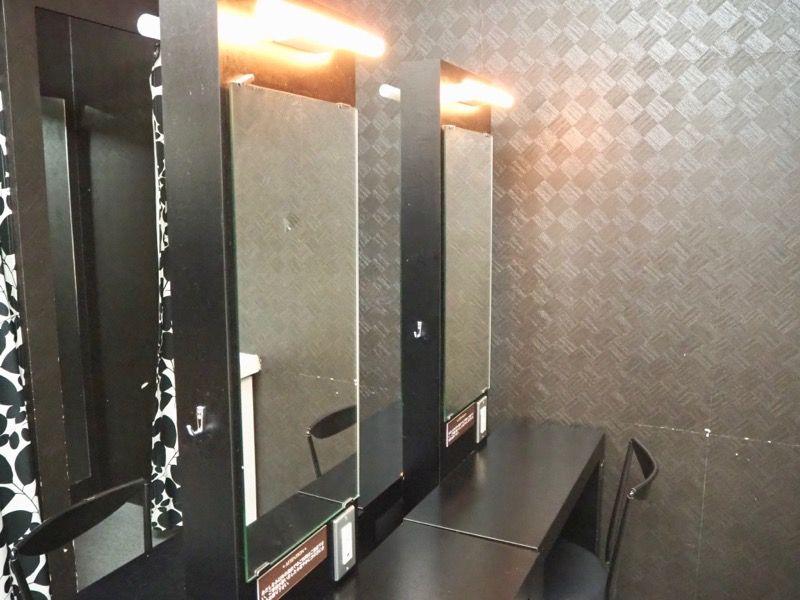 東京VIPラウンジの男性用パウダールーム